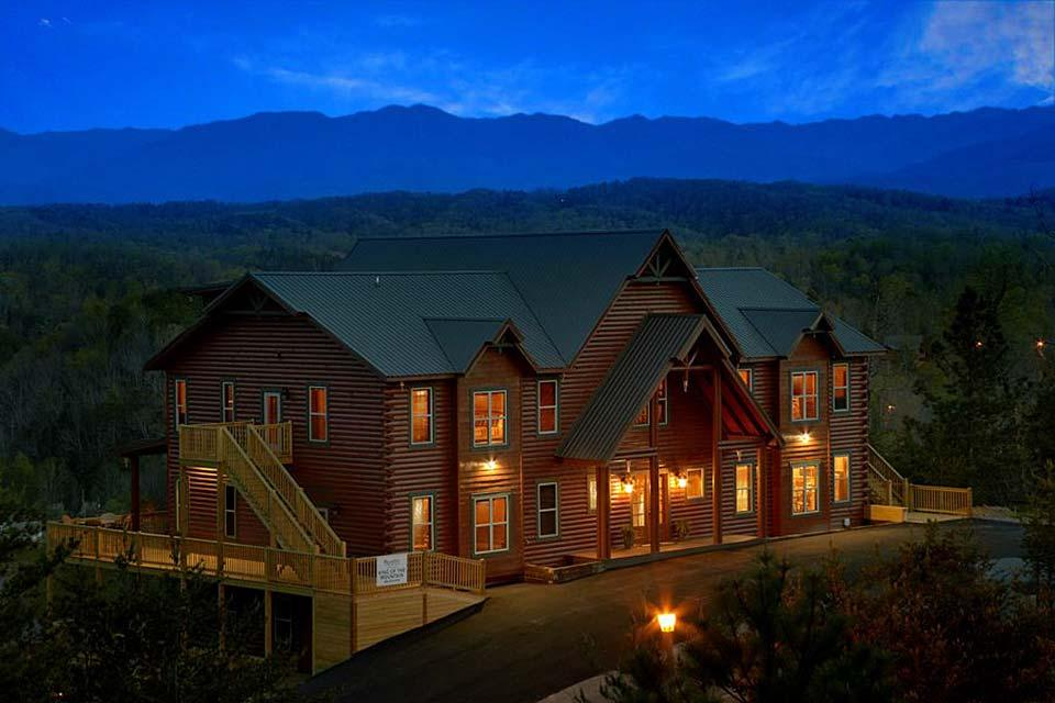 Stay in a cabin in the Smoky Mountains