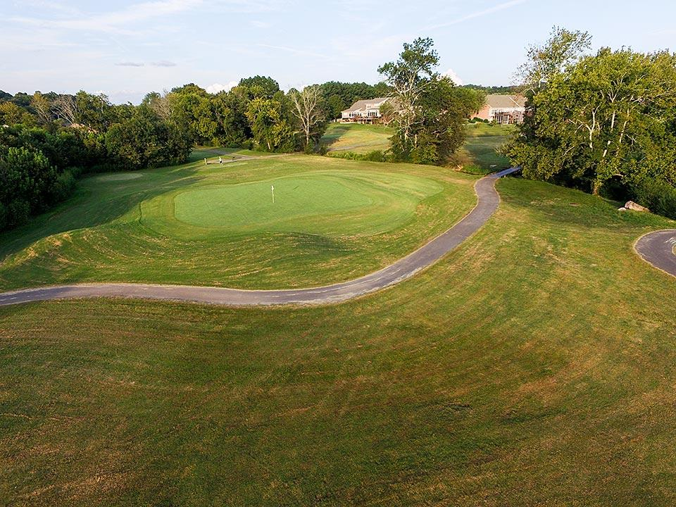 Play an offseason golf round at Creekside Golf Course in Seymour, Tennessee.