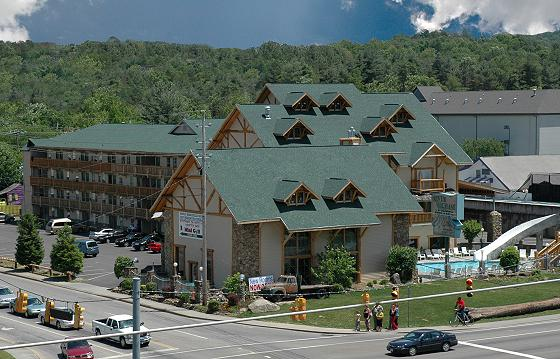 Hotel In The Smoky Mountains with indoor/outdoor pools