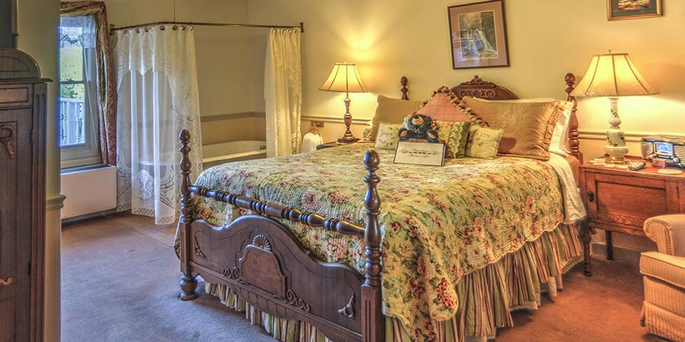 Laurel Falls Suite at Blue Mountain Mist Inn & Spa