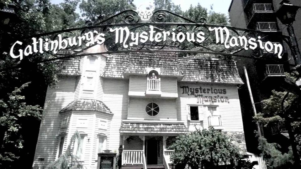 Gatlinburg Mysterious Mansion-original house of fright all year long!