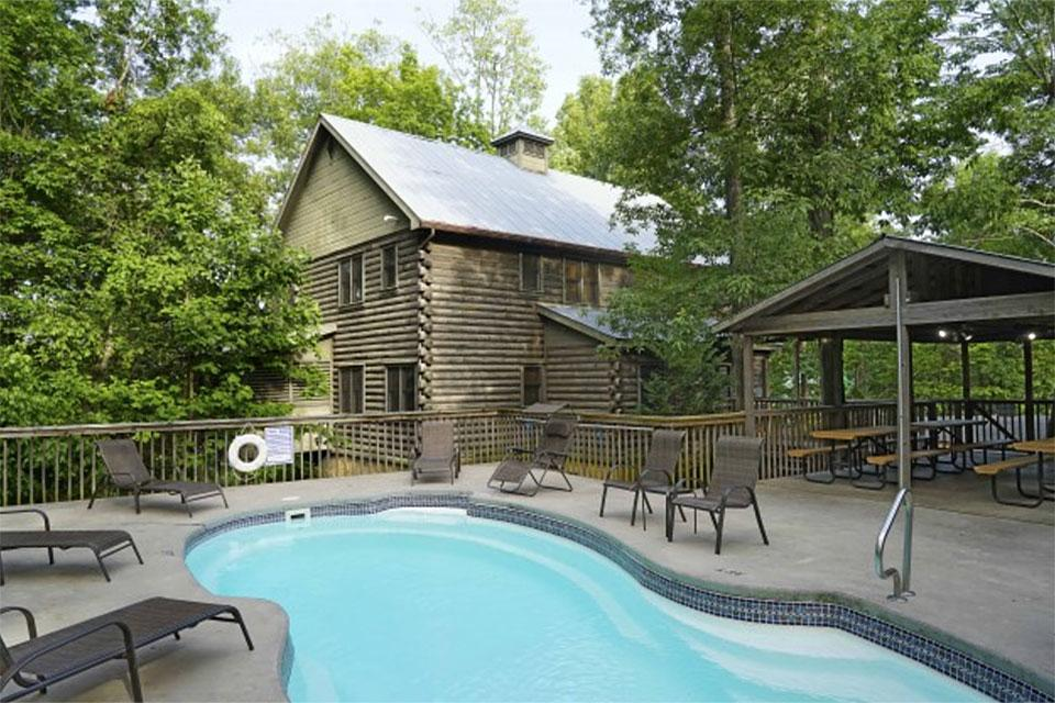 Smoky Mountain Cabin With Outdoor Pool